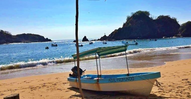 "Zipolite, Oaxaca ""La playa nudista de México"""