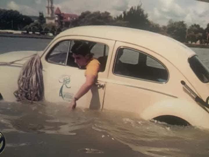 El Volkswagen que cruzó el Lago de Chapala.