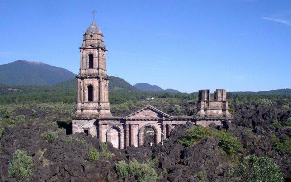 [Video]: La iglesia sepultada por la lava volcánica del volcán Paricutín