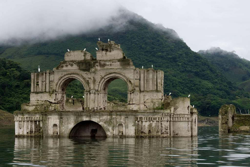 Quechula, Chiapas «El templo que renace del agua en México»